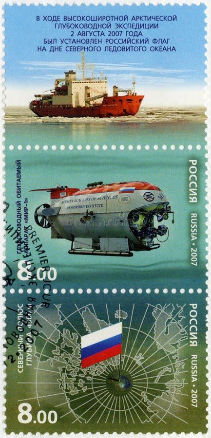 РОССИЯ - 2007: показывает ледовитую высокую экспедицию глубоководья широты стоковое изображение