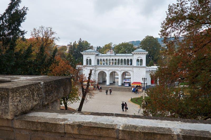 Россия Kislovodsk Колоннада в парке курорта Kislovodsk 12-ое октября 2016 стоковое изображение
