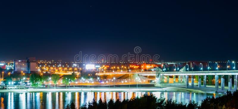 Россия, Rostov On Don, 28-ое мая 2018: Панорама обваловки города ночи на левом береге реки Дон стоковое фото