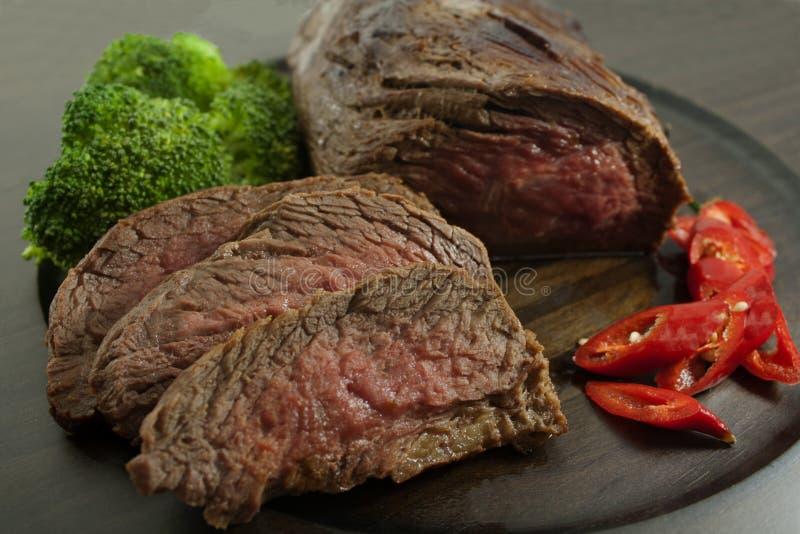Download Ростбиф стоковое фото. изображение насчитывающей мясо - 33727318
