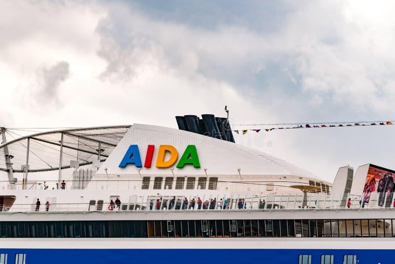 Росток, Германия - август 2016: : туристическое судно от aida в Warnemuende стоковые изображения rf