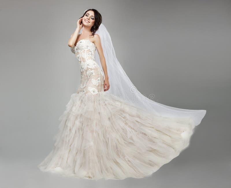 Рост невесты полностью стоковое фото rf