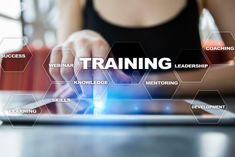 Рост профессионала тренировки и развития Интернет и концепция образования стоковое фото