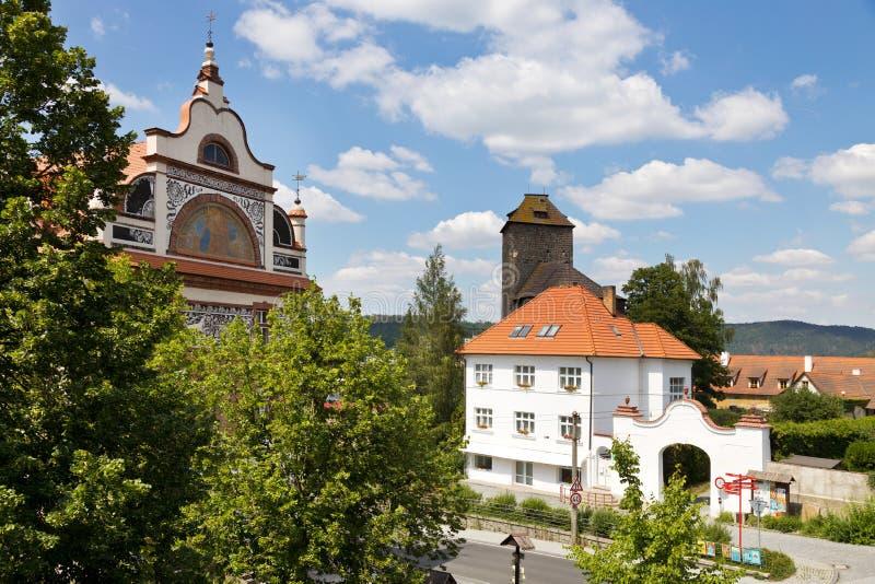 Ротунда и замок с 1200 года, город Тынек-над-Сазаву, Центральная Чехия, Чешская республика стоковое изображение