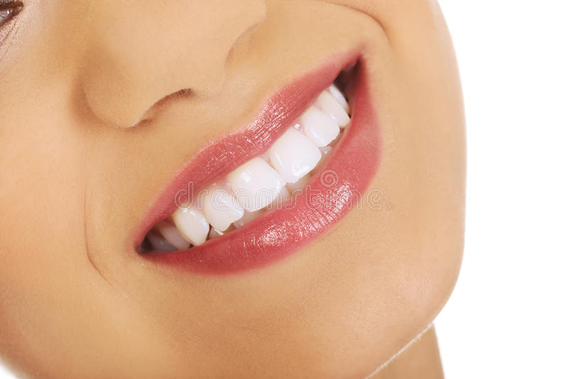 Рот женщины с совершенной улыбкой стоковые фотографии rf