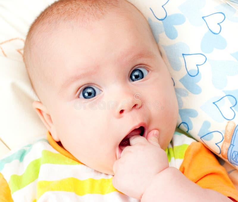 рот младенца руки стоковое изображение rf