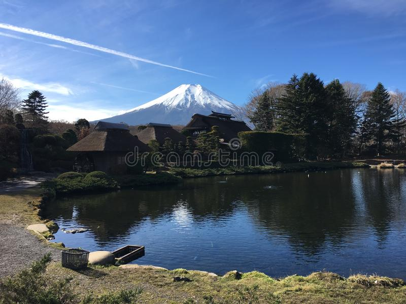 Рот Фудзи на деревне oshinohakkai в Японии стоковые фото