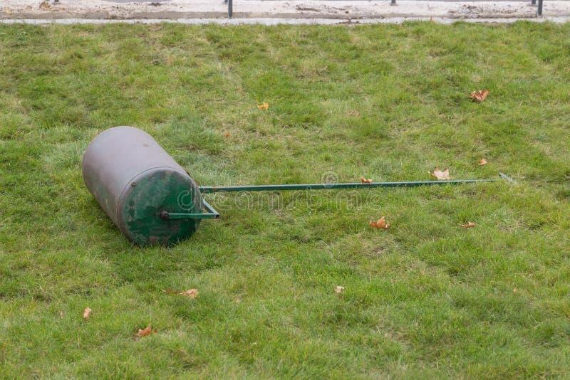 Ролик 2 лужайки стоковое изображение