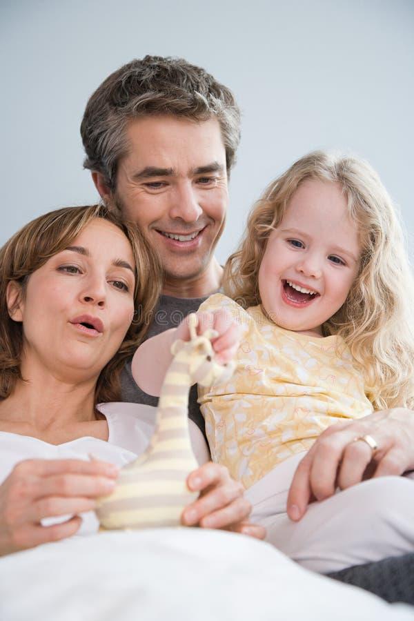 Родители и с их дочерью стоковая фотография