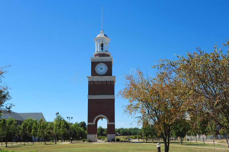 Родовая башня с часами коллежа стоковая фотография rf