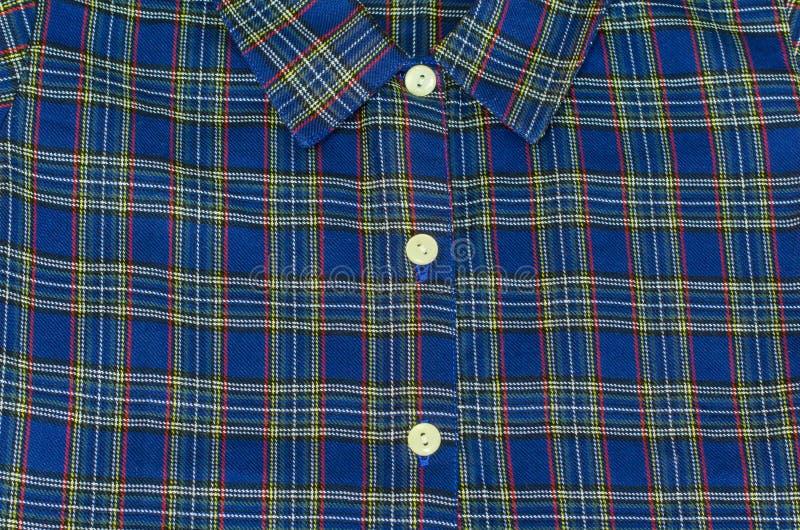 Рубашка шотландки хлопка человека голубая - фото запаса стоковое фото