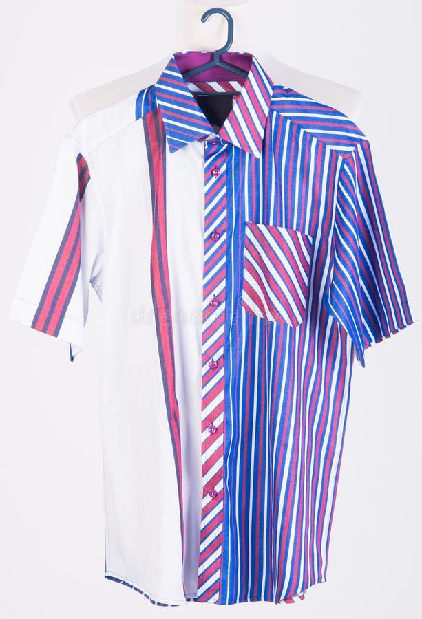 Download рубашки рубашки человека на вешалках Стоковое Фото - изображение насчитывающей платье, одежда: 37930984
