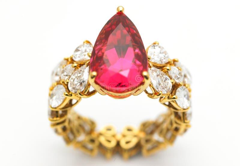 рубин кольца диаманта стоковая фотография