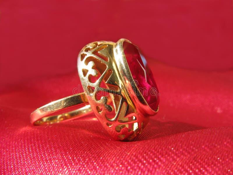 рубин кольца золота стоковое изображение rf