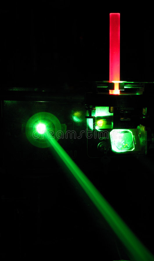 рубин штанги лазера установки стоковое фото