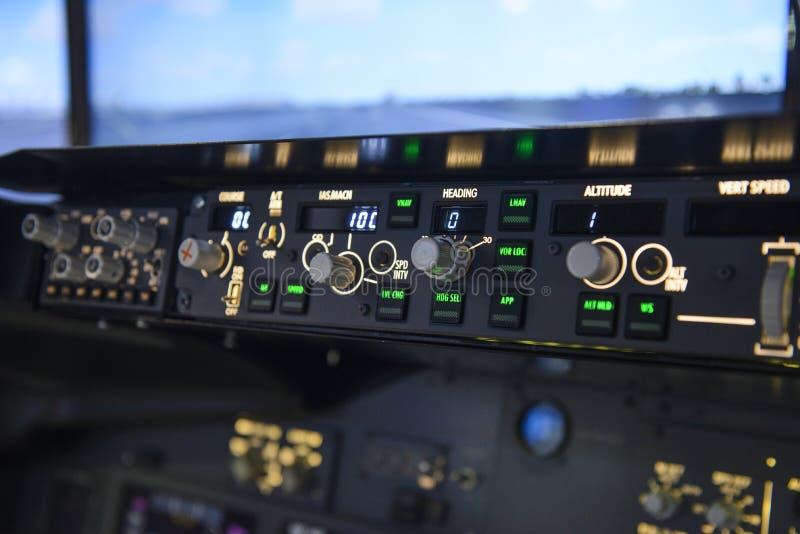 Рубрика автопилота воздушных судн управляет дисплей с плоским экраном стоковое изображение