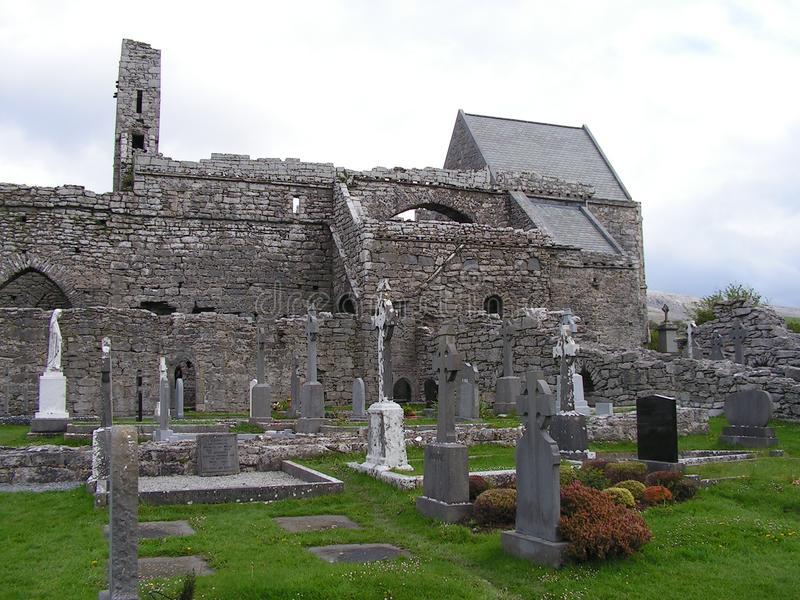 Руины аббатства Corcomroe стоковые изображения rf
