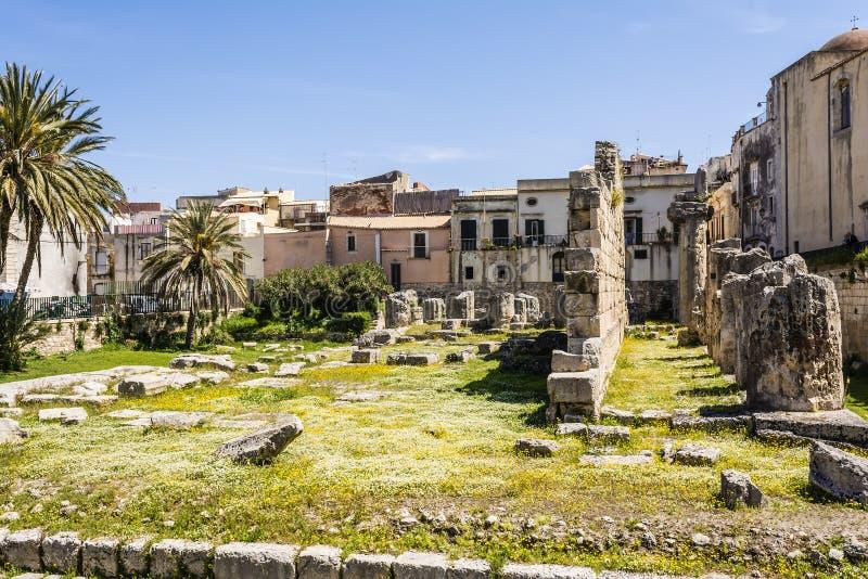 Руины виска древнегреческия doric Аполлона в Siracusa стоковое фото rf