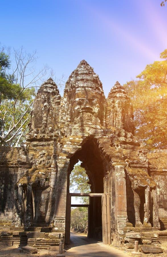 Руины въездных ворота двенадцатого века виска, Siem Reap, Камбоджи стоковое изображение rf