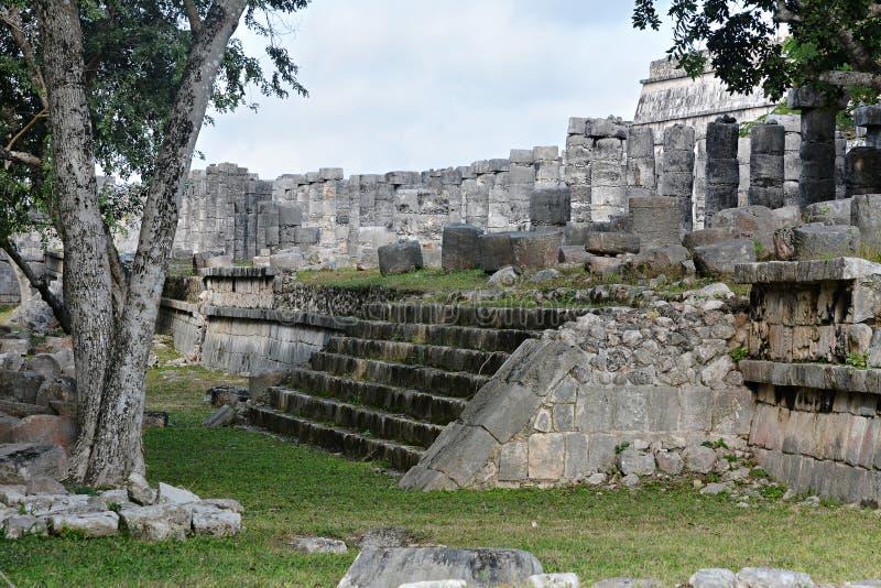 Руины в майяском археологическом месте Chichen Itza стоковая фотография