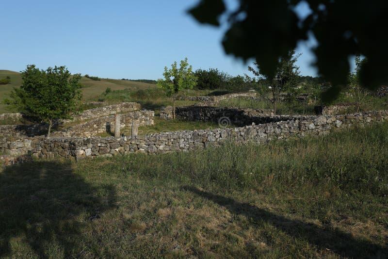 Руины в Румынии, старые стены Adamclisi стоковое фото