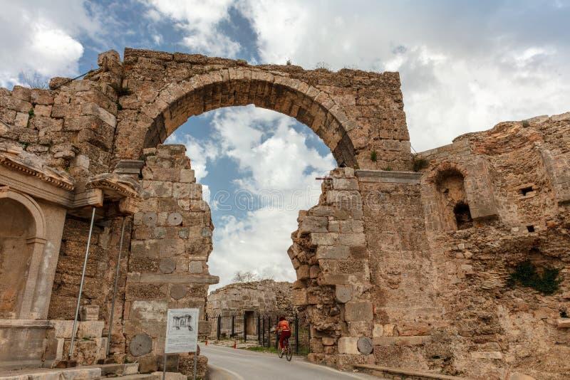 Руины древнего города, въездных ворота городка, стороны, Турции стоковые изображения