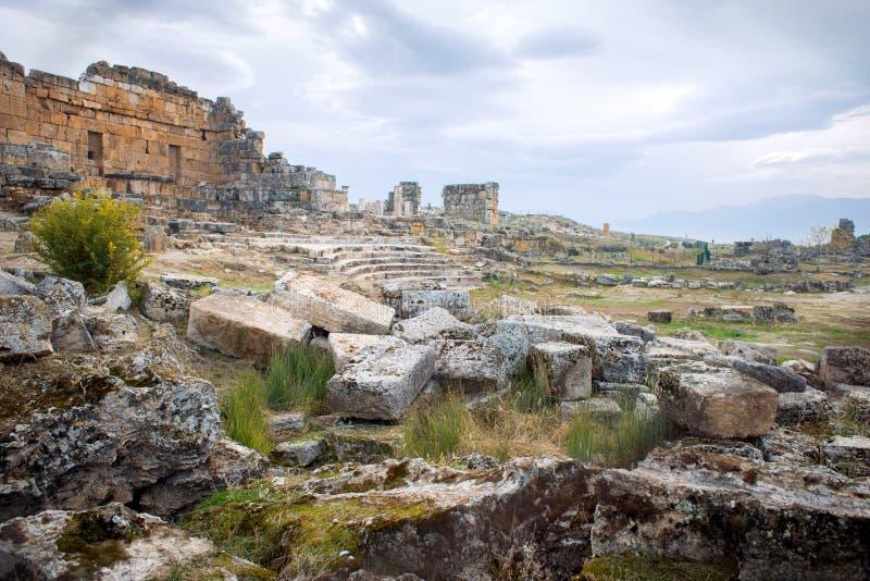 Руины древнего города Hierapolis в Турции по соседству города Denizli стоковые фото