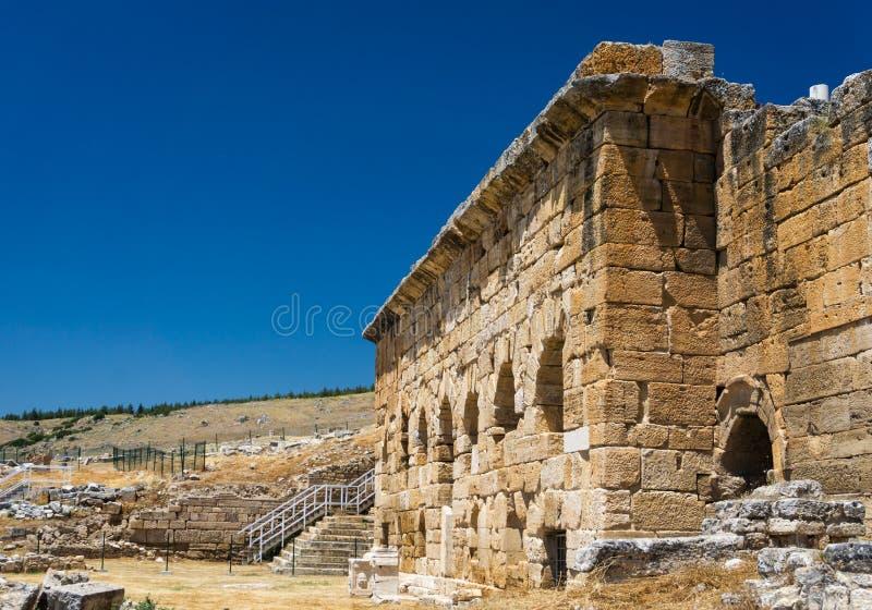 Руины древнего города Hierapolis, Pamukkale, Denizli, Турции стоковое изображение
