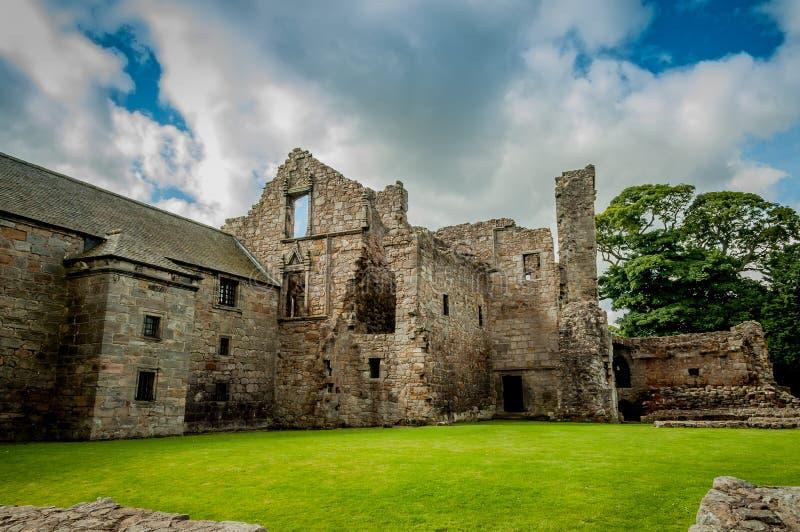 Руины замка Aberdour, Шотландии стоковая фотография rf