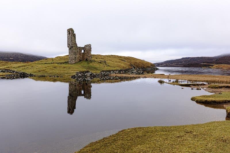 Руины замка Ardvreck стоковое фото rf