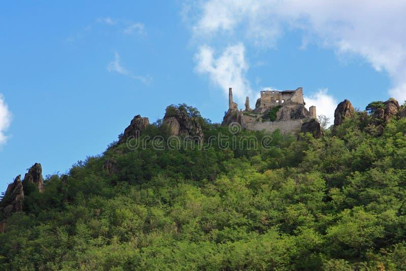 Download Руины замка Durnstein стоковое изображение. изображение насчитывающей крепость - 33739577