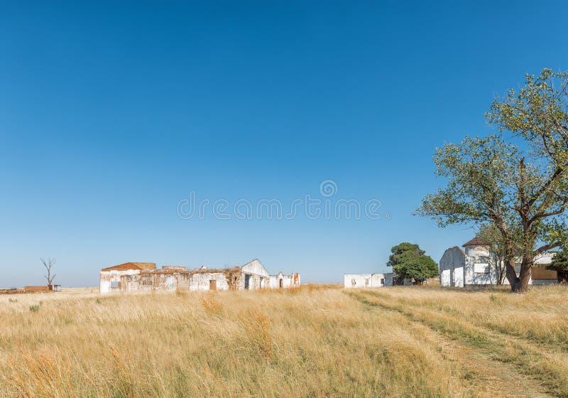 Руины и деревья, рядом с Blesbokspruit на дороге R38 стоковая фотография rf