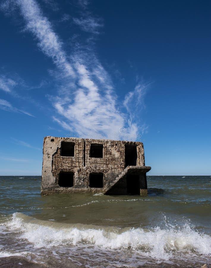 Руины крепости в Балтийском море стоковые изображения