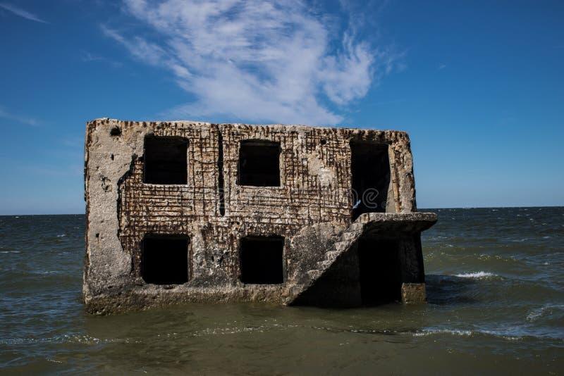 Руины крепости в Балтийском море стоковое фото