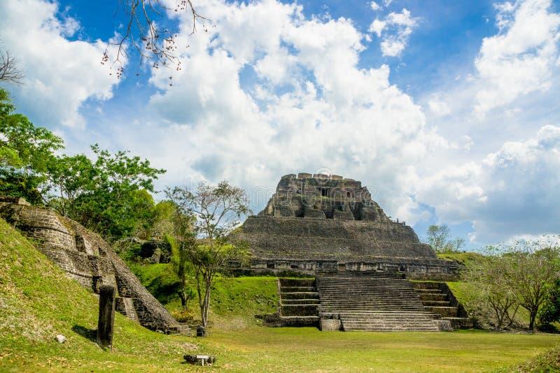 Руины места Майя Xunantunich в Белизе стоковое изображение rf
