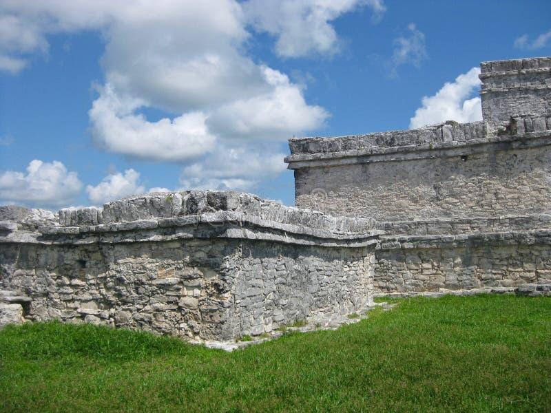 Руины на археологических раскопках Tulum на побережье Мексики карибском стоковые фото