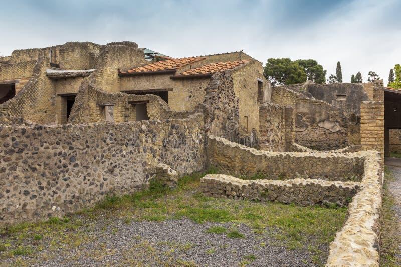Руины на городе Геркуланума старом римском в Италии стоковая фотография rf