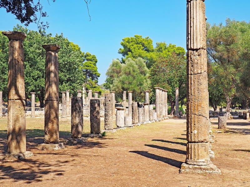 Руины на месте старой Олимпии в Греции стоковые изображения