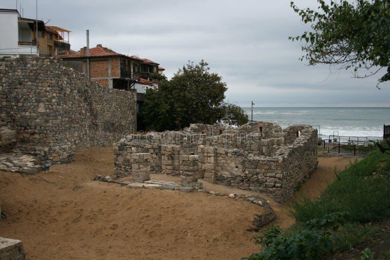 Руины на пляже стоковое фото rf