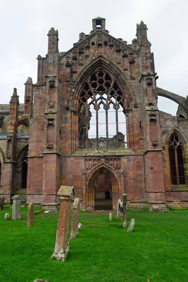 Руины погоста и аббатства ruinsThe известные монастыря на Мелроузе стоковые фото