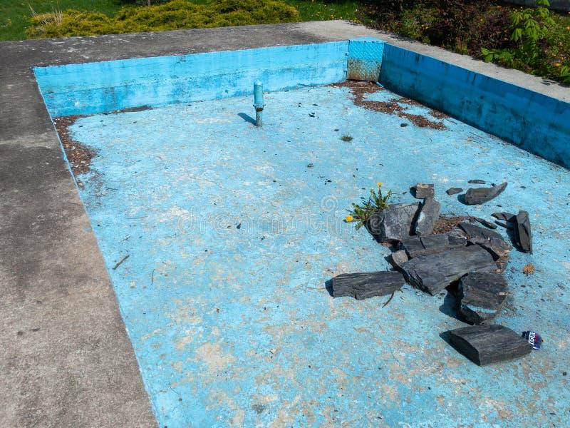 Руины получившегося отказ бассейна стоковые фотографии rf