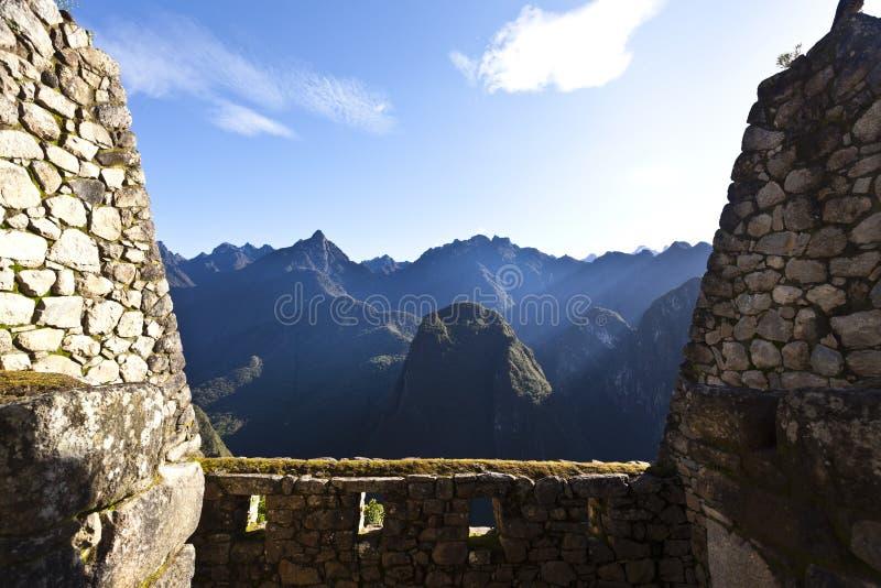 Руины потерянного города Machu Picchu Inca в Перу - Южной Америке стоковая фотография rf