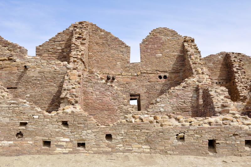 Руины Пуэбло del Арройо, каньон Chaco, Неш-Мексико (США) стоковое фото rf