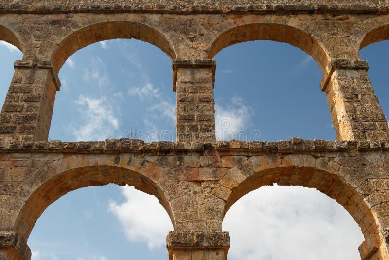 Руины римского мост-водовода около городка Таррагоны стоковое изображение