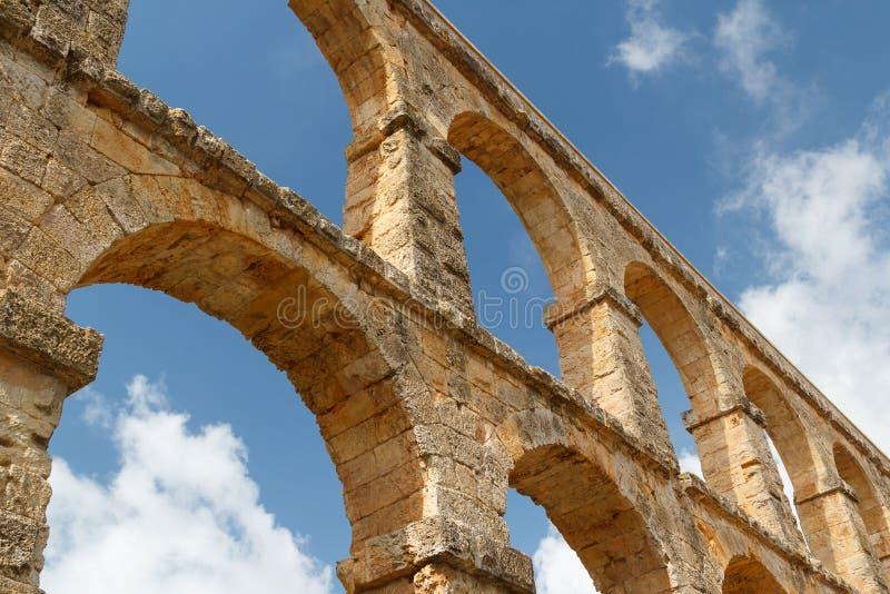 Руины римского мост-водовода около городка Таррагоны стоковые изображения rf