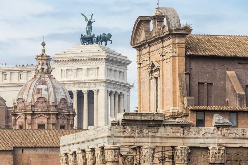 Руины римского форума в Риме, Италии стоковые изображения rf