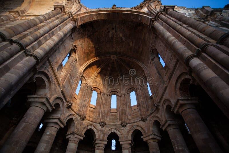 Руины романск Gradiose монастыря Granja de Moreruela внутри стоковые изображения rf