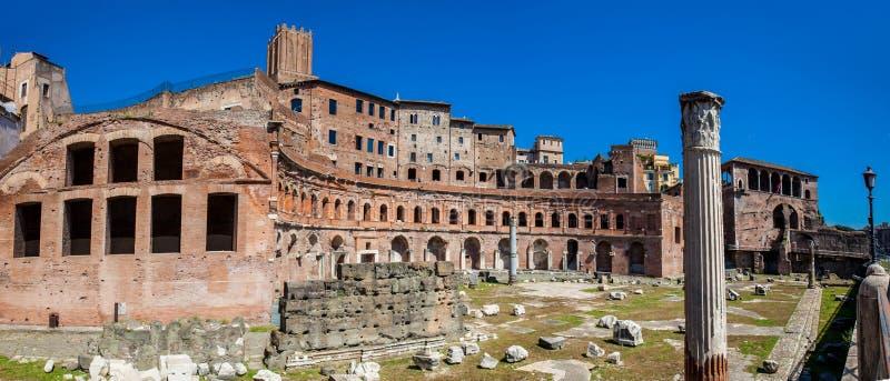 Руины рынка Trajan считается самый старый торговый центр мира построенного в ОБЪЯВЛЕНИИ 100-110 в городе  стоковое фото