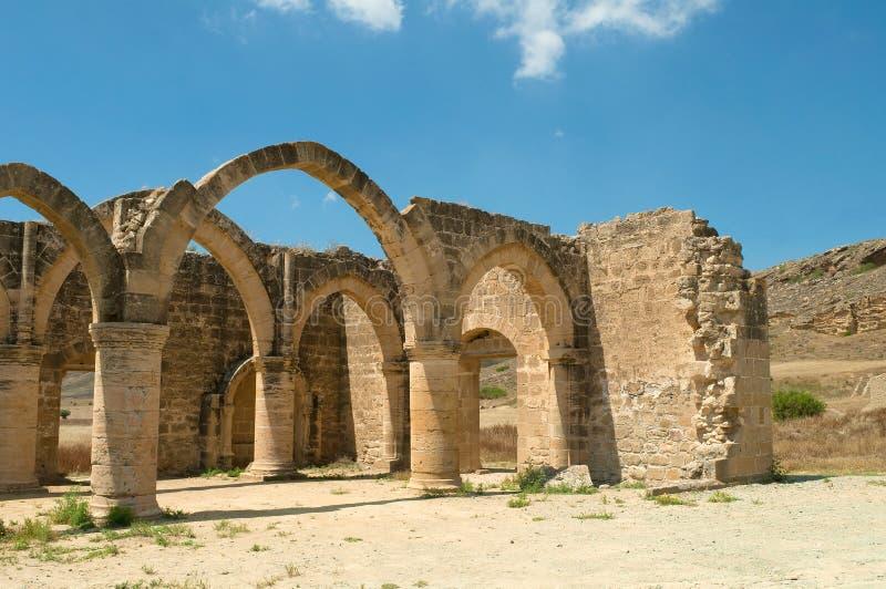 Руины средневекового королевского дворца Luizinyan Potamia, Кипр стоковые фотографии rf