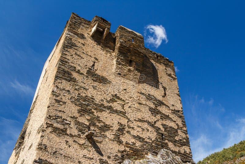 Руины средневековой башни в городке Bons Les, располагаются стоковые фотографии rf